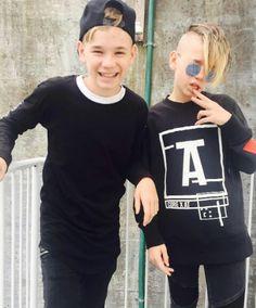 Twin Brothers, My Idol, Graphic Sweatshirt, Singer, My Love, Sweatshirts, Cute, Sweaters, Norway