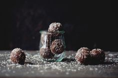 Coconut and cacao balls Superfood, Smoothie, Cacao Recipes, Healthy Snacks, Healthy Recipes, Bliss Balls, How To Eat Paleo, Kakao, Gluten Free Baking