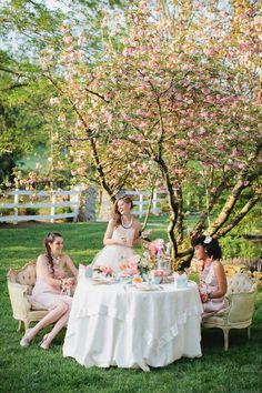 Garden party fashion editorial tea time 45 Ideas for 2019 Tea Party Photography, Time Photography, Outdoor Tea Parties, Afternoon Tea Parties, Vintage Tea, Vintage Party, Vintage Floral, Party Fashion, Fashion Shoot