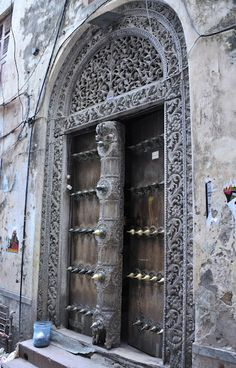 Perfect Imperfections: The doors of Zanzibar Arched Doors, Arched Windows, Old Doors, Entrance Doors, Windows And Doors, Stairs Window, Doorway, Portal, Tanzania