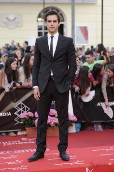 Look perfecto para alfombra roja de Marc Clotet durante el festival de Cine de Málaga