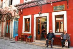 Recognized and awarded by the European Union as an archetypal traditional village, the town of Archanes is a jewel in the center of the prefecture of Heraklion. Surrounded by mountains, and situated at an altitude of offers much to the. Places In Greece, Crete Island, Greek House, Coffee Places, Heraklion, Thessaloniki, Greek Islands, Oh The Places You'll Go, Beautiful Places