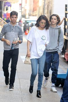 Selena Gomez & Timothee Chalamet Share a Hug on Woody Allen Film Set: Photo Selena Gomez and Timothee Chalamet are having a blast together on the set of their upcoming Woody Allen movie! Timmy T, Selena Gomez Style, Woody Allen, Marie Gomez, Elle Fanning, Celebs, Celebrities, Star Fashion, My Girl