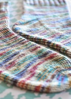 Knitting is an interesting art and most of the people spend their leisure period in knitting socks, sweaters and other things. Therefore, many people are crazy about knitting and they love vogue knitting. Bamboo Knitting Needles, Knitting Stitches, Knitting Socks, Knitting Patterns Free, Baby Knitting, Free Pattern, Pattern Ideas, Free Knitting, Stitch Patterns