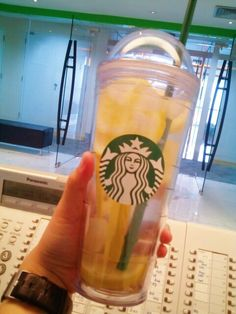 Fun way to use my starbucks tumbler clear cup.. Fill it with lemon, ice and water..and it becomes the healthiest sbux beverage ever.. #thingirecentlylikes