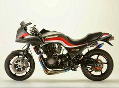 Kawasaki GPz 1100 Racing cafe
