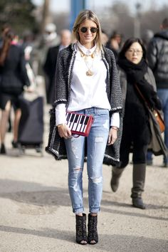 Helena Bordon wears distressed jeans with a white blouse, embroidered jacket, black booties and a piano print clutch. Fashion Over 50, Look Fashion, Fashion Outfits, Fashion Trends, Paris Fashion, Fashionable Outfits, Office Fashion Women, Womens Fashion, Fendi