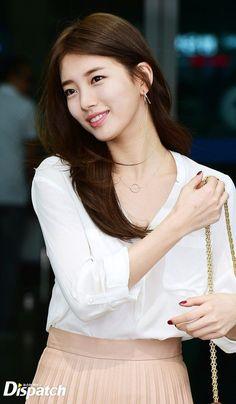 Suzy& Airport Fashion Departing for Hong Kong Beautiful Girl Image, Beautiful Asian Girls, Korean Actresses, Korean Actors, Korean Beauty, Asian Beauty, Suzy Bae Fashion, Miss A Suzy, Bae Suzy
