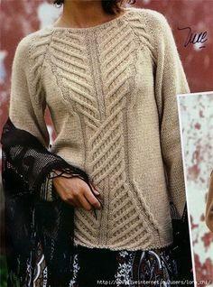 Женский свитер с центральной косой