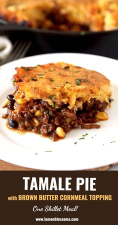 This Tamale Pie is loaded with tasty and hearty ground beef chili that seeps through a delicious homemade brown butter cornbread topping. This easy tamale pie recipe is cooked in one skillet and is bursting with layers of flavor! via Lemon Blossoms Beef Tamale Pie, Beef Tamales, Tamale Recipe, Homemade Tamales, Ground Beef Chili, Ground Beef Recipes, Easy Dinner Recipes, Easy Meals, Fall Recipes