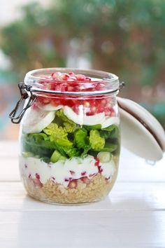 Zum Mitnehmen bitte: Granatapfel-Mozzarella Salat im Glas