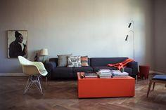 Olaf Hajek — Illustrator, Apartment und Atelier, Berlin-Mitte.