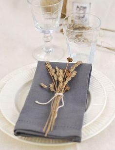 Simple fall table setting ideas for an Autumn wedding #autumn #fallwedding #TableSetting