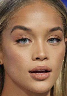 VMAs Best Beauty Looks on the Red Carpet - The Skincare Edit Drugstore Makeup Dupes, Beauty Dupes, Beauty Makeup, Makeup Kit, Makeup Inspo, Eye Makeup, Makeup Products, Beauty Products, Jasmin Sanders