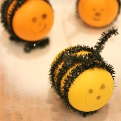 Looking for a fun way to decorate your kids' bedroom? Teach young children to make adorable bees from old Kinder egg shells!
