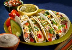 Caliente Mexican Restaurant: Spring break in Mexico is great for the food, the people and the secrets you vow to leave on Mexican soil. Share this secret of authentic Mexican cuisine with off foo Popular Mexican Food, Cookbook Recipes, Cooking Recipes, Best Food Trucks, Food Porn, Mexican Kitchens, Food Wallpaper, Mets, Easy Dinner Recipes