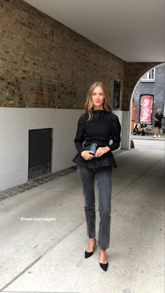 Corporate Fashion, Business Fashion, Monochrome Fashion, Minimal Fashion, Young Fashion, Look Fashion, Classy Street Style, Chic Outfits, Fashion Outfits