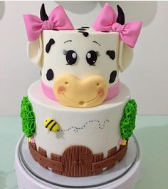 Ideas Birthday Cake Kids Girls Animals For 2019 Baby Cakes, Cow Cakes, Girl Cakes, Fondant Cakes, Cupcake Cakes, Cow Birthday Parties, Farm Birthday Cakes, Farm Animal Birthday, Birthday Cake Girls