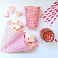 Para a mamãe que está por aí sonhando com uma festa cor de rosa - compre clicando aqui: http://festeirice.com.br/produtos/compre-por-cor/rosa.html #festeirice #festaemcasa #festaemfamilia #produtosparafesta #festarosa #corderosa #rosa #pink #pinkparty #copodepapel #conedepapel #leiteira #coracao