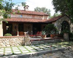 Tuscan design – Mediterranean Home Decor Valencia, Pergola, Outside Pool, Front Porch Design, Tuscan Design, Mediterranean Homes, Spanish Style, Spanish Colonial, Exterior Design
