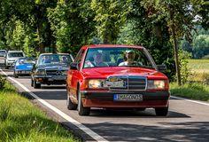 https://flic.kr/p/WG9JyS   MERCEDES-BENZ 190D 1991   EISENBERGER STADTRALLY 2017  Der Mercedes-Benz W 201 ist der erste Mercedes der Mittelklasse und Vorläufer der C-Klasse. Er zielte vor allem auf die Käuferschicht des erfolgreichen BMW 3er ab. Der W 201 wurde immer als Mercedes-Benz 190 vermarktet, unabhängig vom Hubraum des Motors. Mercedes-Benz stellte ihn am 8. Dezember 1982 vor und produzierte bis August 1993 mehr als 1,8 Millionen Stück. Damit zählt er zu den erfolgreichsten Modellen…