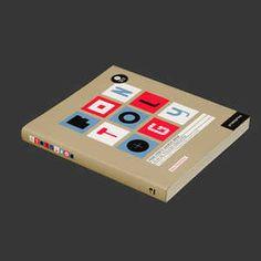 FONTOLOGY. Familias de Tipografías Gratuitas  De Maia Francisco  ISBN: 9788492810093  Promopress, 2010 Tapa blanda + CD  Nº Pág.: 240, 18,10 x 20,50 cm.  Idioma: Inglés / Español / Francés  Un listín con tipografías gratuitas pero de calidad, supongo. Con cd con tipos.