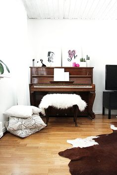 Throws and Rugs..... #fur #home #decor