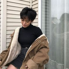 I love everything about this Fall outfit. Lovely Fall Fresh Looking Outfit. 54 Gorgeous Fashion Trends To Copy Now – I love everything about this Fall outfit. Lovely Fall Fresh Looking Outfit. Girl Short Hair, Short Hair Cuts, Short Hair Styles, Cut My Hair, New Hair, Hair Inspo, Hair Inspiration, Pretty People, Beautiful People