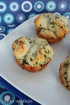 OMG!  Mini Garlic Monkey Bread Recipe… I really MUST bake these!!