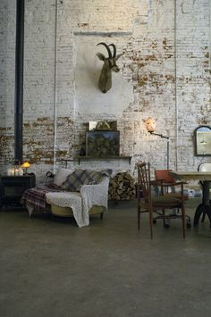 Love, love, love the brick wall and simplicity // repinned by www.womly.nl #womly #interieur