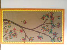 Adaptación de una idea encontrada en Pinterest. Las hojas fueron hechas por los niños con papel seda de colores otoñales y goma,un tipo de papel mache. PKC 2012