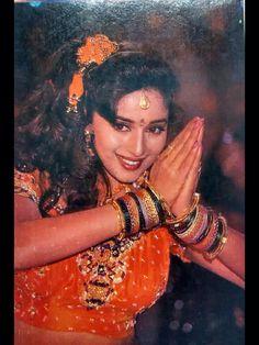Beautiful Bollywood Actress, Beautiful Indian Actress, Beautiful Women, Indian Actress Hot Pics, Indian Actresses, Bollywood Stars, Bollywood Fashion, Pakistani Bridal Hairstyles, Vidya Balan Hot