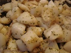 Thinly sliced potatoes are tossed with onion in seasoned flour, then fried in a bit of hot oil, covered and smothered with milk for a slow simmer. Potato Dishes, Potato Recipes, Vegetable Recipes, Food Dishes, Side Dishes, Stewed Potatoes, Roasted Sweet Potatoes, Deep South Dish, Southern Recipes