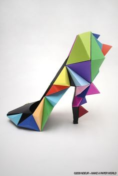 I absolutely LOVE this paper shoe! Now I need to figure out to make one to sit on my desk in my office!!