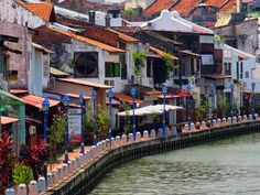 A Malay fishing village turned Portuguese Port, successively taken over by both the Dutch and the British makes for an amazing cultural melting pot! Tokyo Japan Travel, Japan Travel Tips, China Travel, Bali Travel, Malaysia Truly Asia, Malaysia Travel, Malaysia Trip, Asian Architecture, Fishing Villages