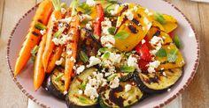 Zelenina s fetou a mätovými lístkami - dôkladná príprava krok za krokom. Recept patrí medzi tie najobľúbenejšie. Celý postup nájdete na online kuchárke RECEPTY.sk.