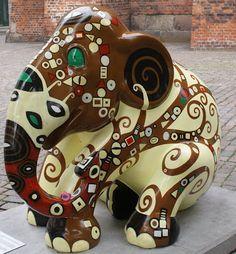 Copenhagen 2011 Title: Homage to Klimt Artist: Wikorn Sara Location: Nikolaj Plads African Forest Elephant, Asian Elephant, Elephant Love, Elephant Stuff, Elephas Maximus, City Events, Elephant Parade, Gentle Giant, Cute Photos