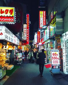 The endless neon of Shinjuku. #geriandsimonjapan2016 #tokyo #shinjuku by colly