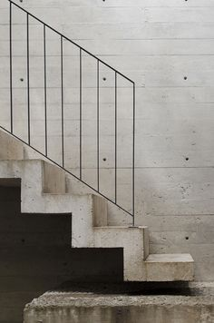 Concrete stairs and wall, black metal railings Concrete Staircase, Stair Handrail, Staircase Railings, Staircase Design, Stairways, Staircase Ideas, Banisters, Staircase Remodel, Open Staircase
