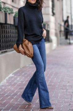 Mode Outfits, Casual Outfits, Fashion Outfits, Fall Winter Outfits, Autumn Winter Fashion, Autumn Jeans Outfits, Fall Jeans, Flare Jeans Outfit, Jeans Outfit For Work