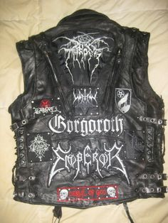 This has to be the sickest black metal vest I have ever seen Black Metal, Punk Outfits, Cool Outfits, Heavy Metal Girl, Heavy Metal Fashion, Mode Rock, Crust Punk, Battle Jacket, Biker Leather