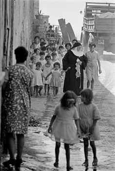Elena Ferrante's Naples books are essentially about knowledge—its possibilities… Book Passage, Elena Ferrante, Vintage Italy, Foto Vintage, Ecole Art, Naples Italy, Light Year, African Countries, Books