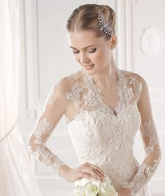 ENID » Wedding Dresses » 2015 Glamour Collection » La Sposa (close up)