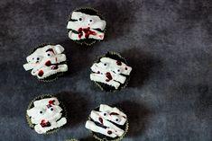 Muffinki mumie na Halloween - DusiowaKuchnia.pl Pepsi, Sugar, Cookies, Desserts, Food, Crack Crackers, Tailgate Desserts, Deserts, Biscuits