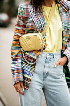 Studios, Wide Jeans, Bohemian Mode, Checked Blazer, Street Style Summer, Blazer Outfits, Berlin Germany, Neon Yellow, Everyday Outfits