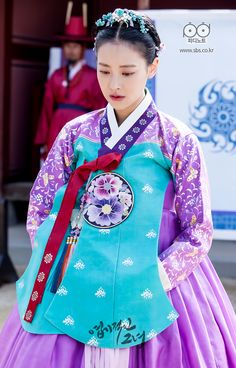 "chinoiserie-mademoiselle:""Have you ever seen a color combination so beautiful? Korean Hanbok, Korean Dress, Korean Outfits, Korean Traditional Dress, Traditional Fashion, Traditional Dresses, Korean Accessories, My Sassy Girl, Beautiful Costumes"