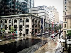 #rainy #afternoon #downtown #montreal #eatoncentre #gap #bananarepublic #mcgill…