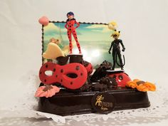 LadyBug Bollo de Pascua- Figuras de chocolate en Gijón. Cake, Desserts, Food, Godchild, Buns, Easter, Tailgate Desserts, Deserts, Kuchen