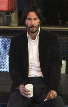 Keanu Reeves Photos Photos - Actor Keanu Reeves shown with bloods and cuts on his face while filming 'John Wick 2' in New York City, New York on October 30, 2015. - Keanu Reeves Films 'John Wick 2'