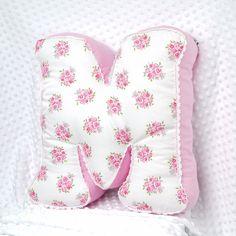 Ein wunderschönes Wochenende wünsche ich meinen lieben Instamamis, Instafreundinnen und allen Instagirls und Instaboys! Und besonderes Dankeschön geht an die liebe @milaschka4 und ihre süße #mia❤️❤️❤️ . So ein Buchstabenkissen findet Ihr wie immer in meinem Shop (Link in meiner Bio oben⬆️⬆️⬆️) . #lapotta #handmade #kindermode#babymode #mädchen #baby #junge#bubenmama #bube #schwanger#namenskissen #kissen #patchworkdecke#bettschlange #name #personalisiert#embroidered #embroidery…